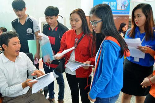 Thí sinh đổi nguyện vọng xét tuyển tại Trường ĐH Công nghệ TP HCM ngày 20-7