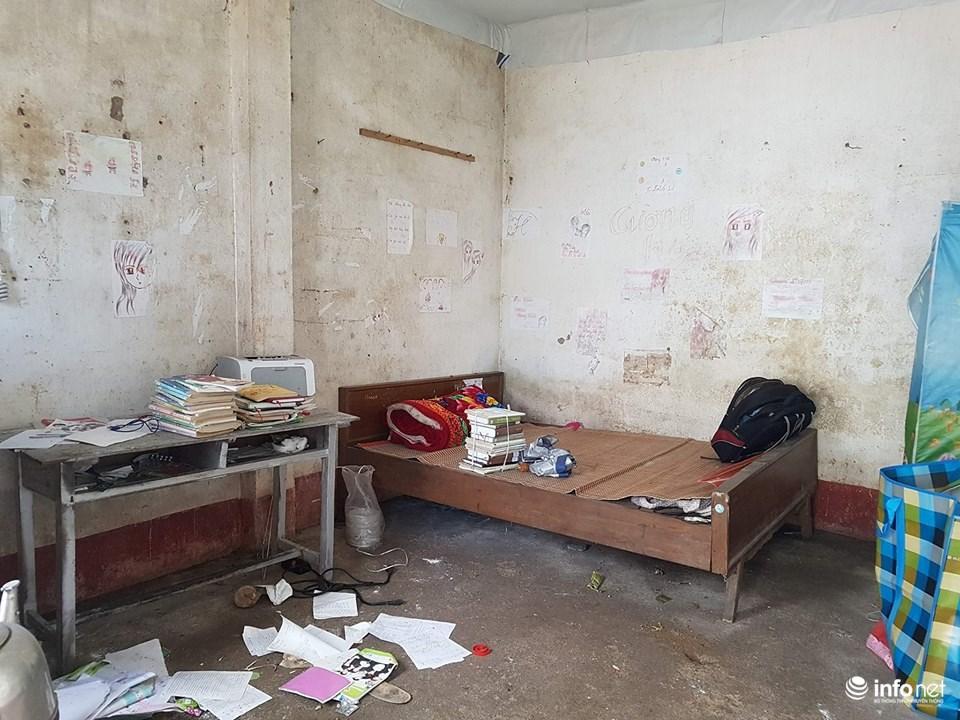 Căn phòng trọ dột nát của giáo viên 16 năm dạy học