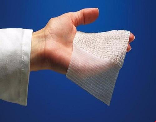 Điều dưỡng viên hướng dẫn cách sơ cứu khi bị bỏng