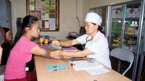 Khám bệnh tại Trạm Y tế