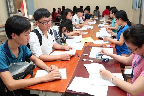 Các trường hướng dẫn thí sinh điền hồ sơ đăng ký dự thih